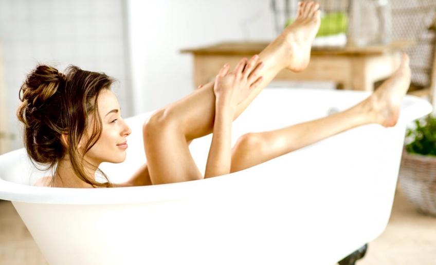 Pourquoi les baignoires ne sont jamais assez grandes pour étendre nos jambes ?