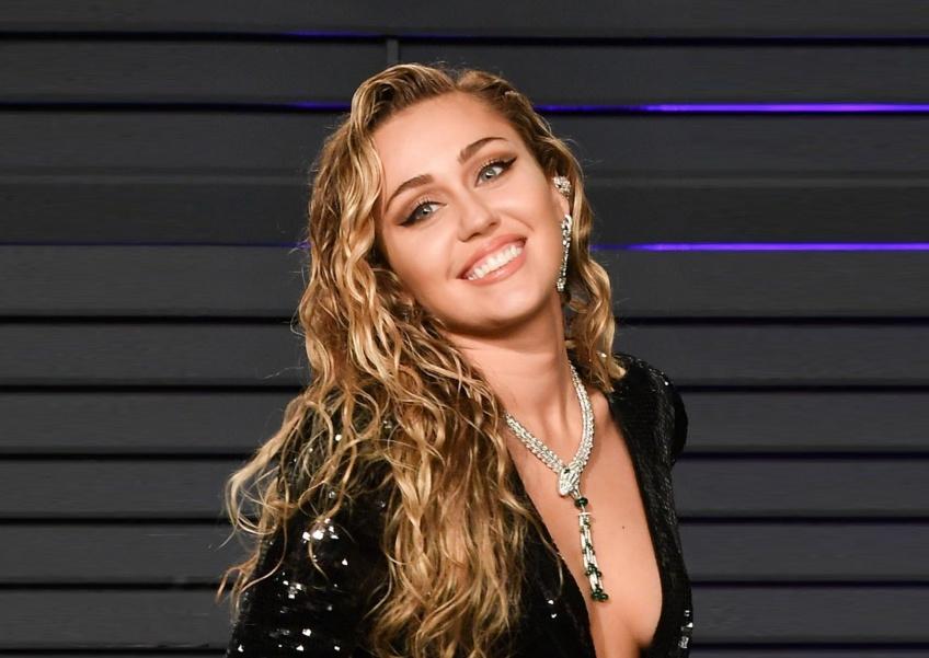 Miley Cyrus opte pour une nouvelle coupe inspirée de Lady Diana !