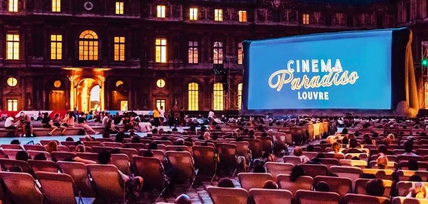 Cet été, profitez d'un cinéma en plein air dans la Cour du Louvre