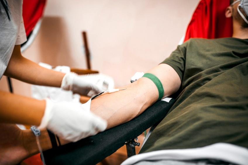Don du sang : l'Assemblée nationale vote la fin des discriminations envers les homosexuels