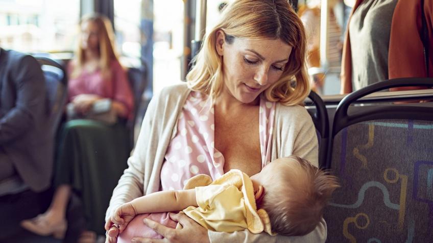 Empêcher une femme d'allaiter en public pourrait bien devenir un délit en France