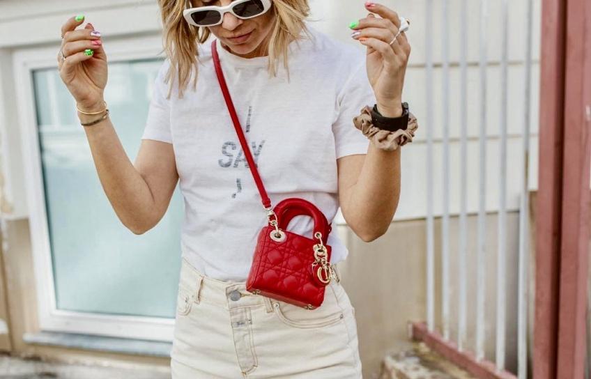 Spotted : Le mini sac Dior a enflammé la toile et vous ne pourrez que craquer !