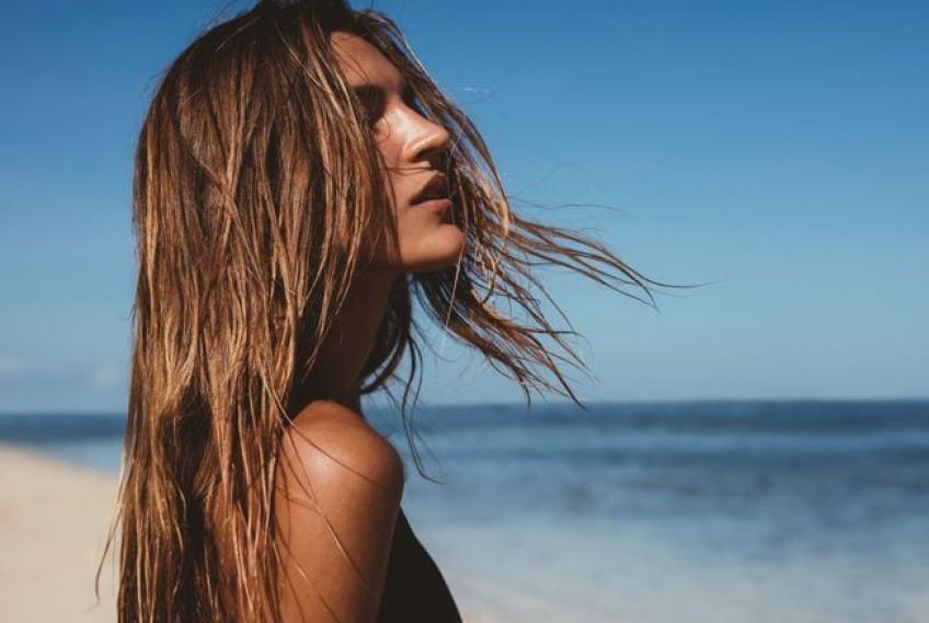 Bien préparer ses cheveux au soleil avant de partir en vacances !