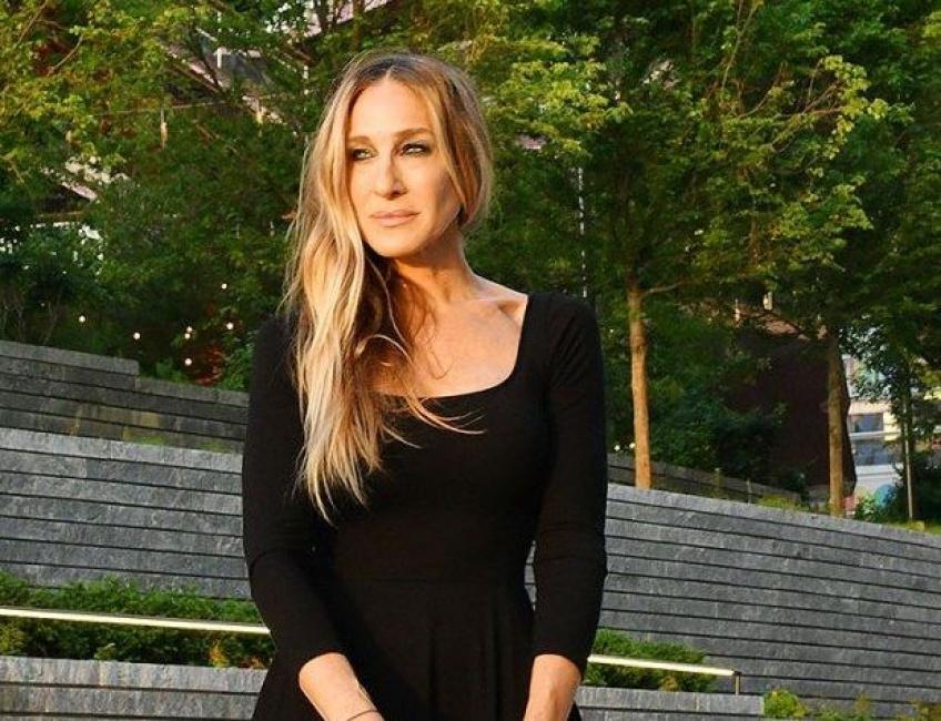 Sarah Jessica Parker affiche sans complexes ses cheveux gris dans les Hamptons