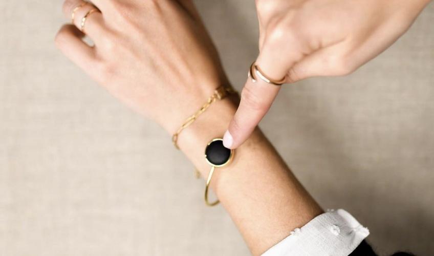 Le Bon Coup des Éclaireuses #8 : Un bracelet connecté pour lutter contre les agressions !