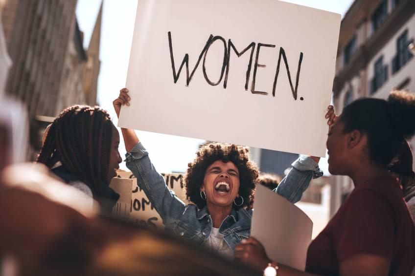 Plus de 50% des jeunes hommes britanniques pensent que le féminisme 'est allé trop loin'