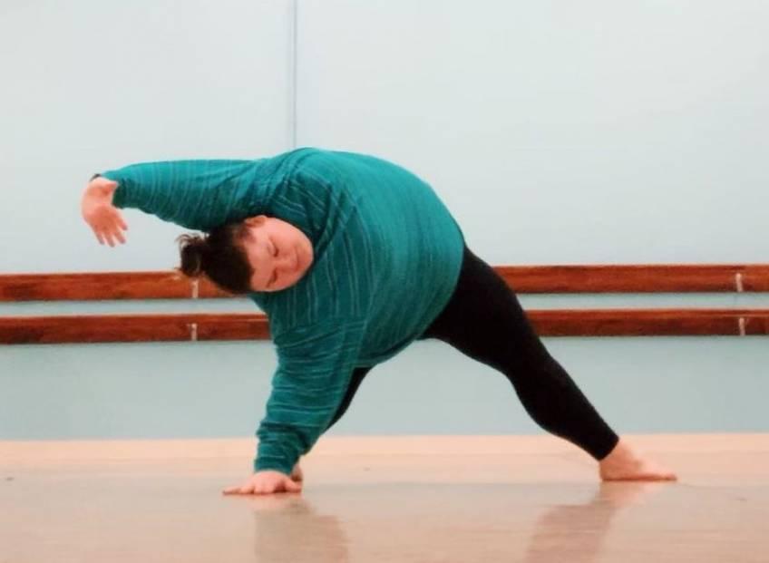 Cette adolescente déconstruit tous les stéréotypes du 'corps de danseuse' avec fierté