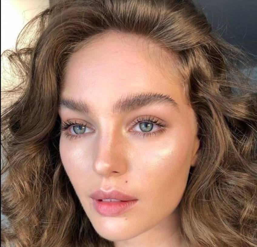 Craquez pour la tendance des sourcils broussailleux avec la technique du brow lift !