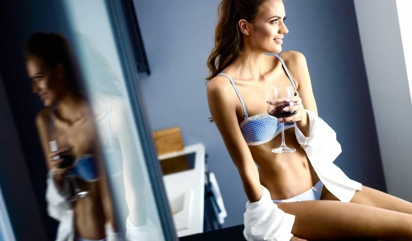 Nouvelle tendance bien-être : boire du vin en culotte serait la définition du bonheur