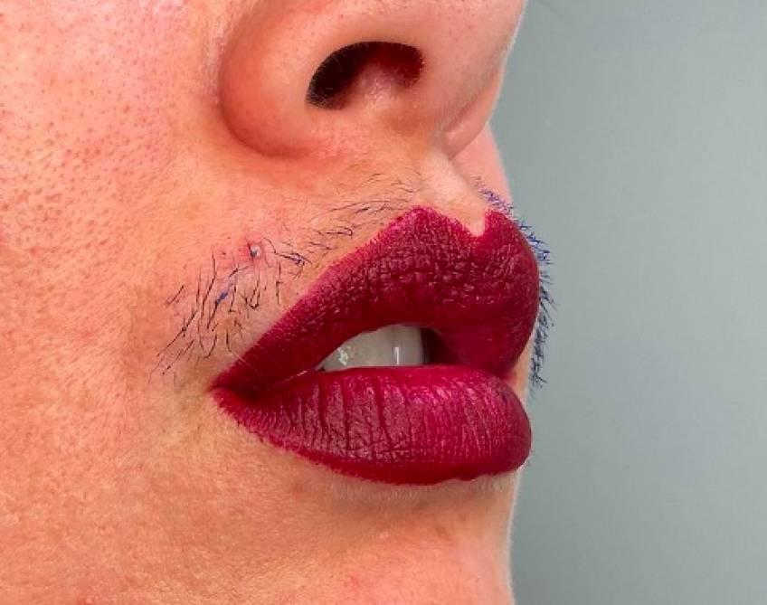 Cette influenceuse assume sa moustache et encourage les femmes à être elles-mêmes !