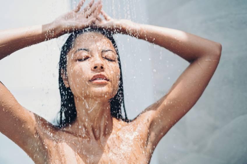Voici pourquoi il n'est pas recommandé de faire pipi sous la douche