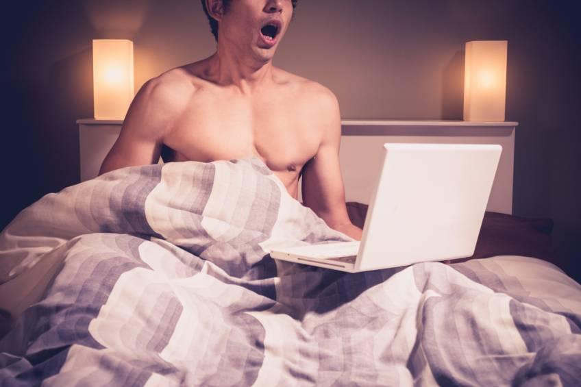 Sur internet, les Français passent plus de temps à regarder du porno qu'à s'informer