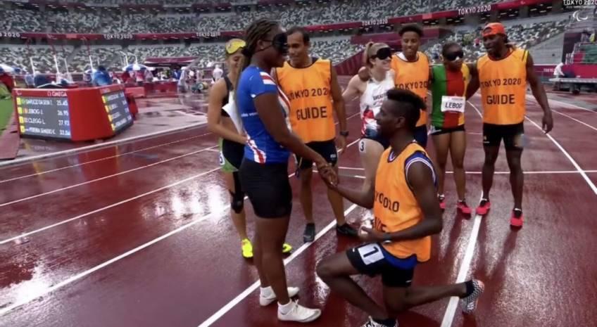 Un guide demande sa sprinteuse en mariage pendant les jeux paralympiques !