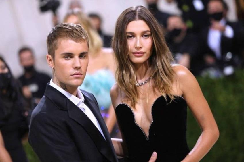 Justin et Hailey Bieber harcelés au MET Gala par des fans de Selena Gomez