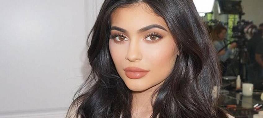 Kylie Jenner sans make-up dévoile sa peau au naturel ! - Les Éclaireuses