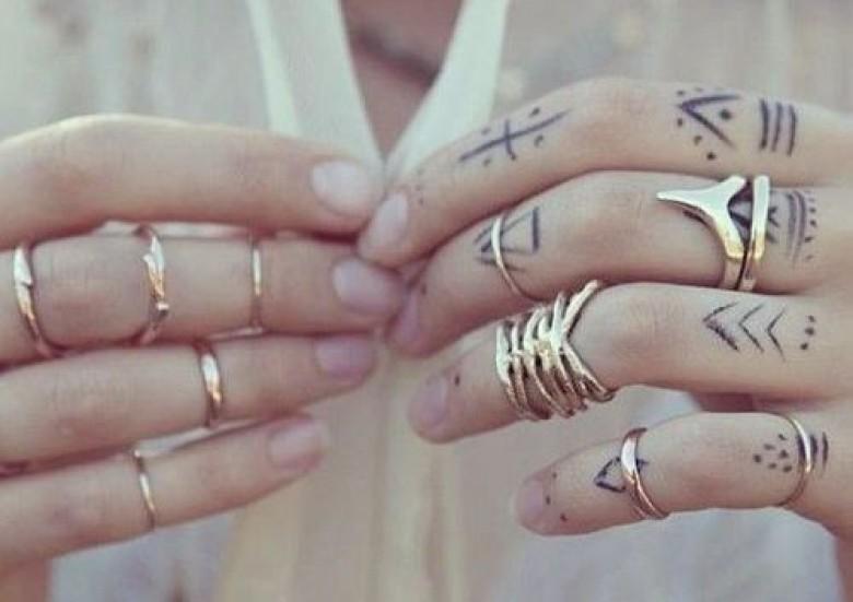 30 idées de tatouages pour les mains