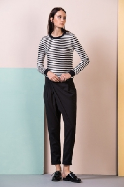 Front Row Shop pantalon court noir