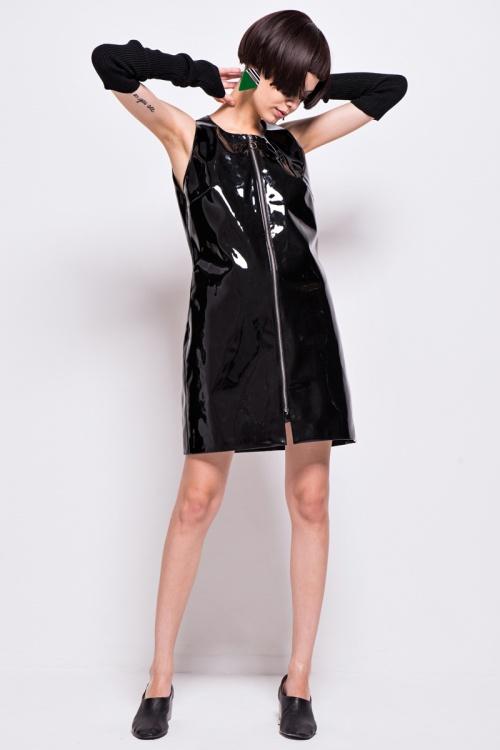 Front Row Shop - Robe vinyle noir sans manches