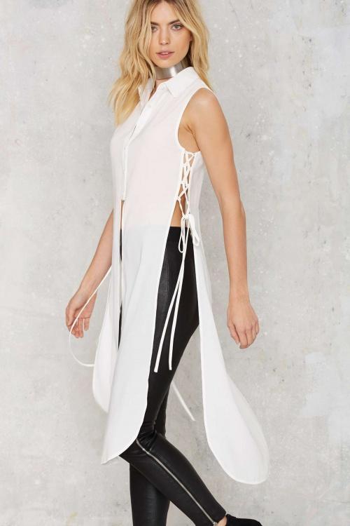 Ileana - chemise longue fente lacets