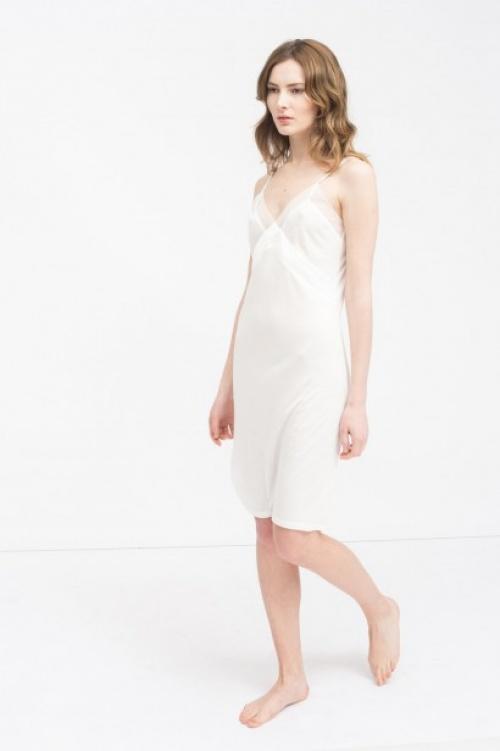 sinéquanone robe blanche avec dentelle façon nuisette