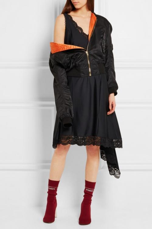 vêtement robe noire empiècements dentelle