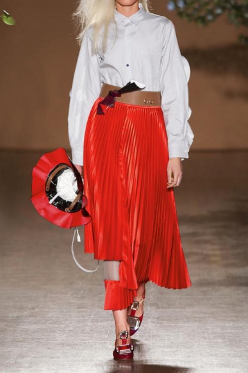 Toga jupe plissée rouge avec ajourement