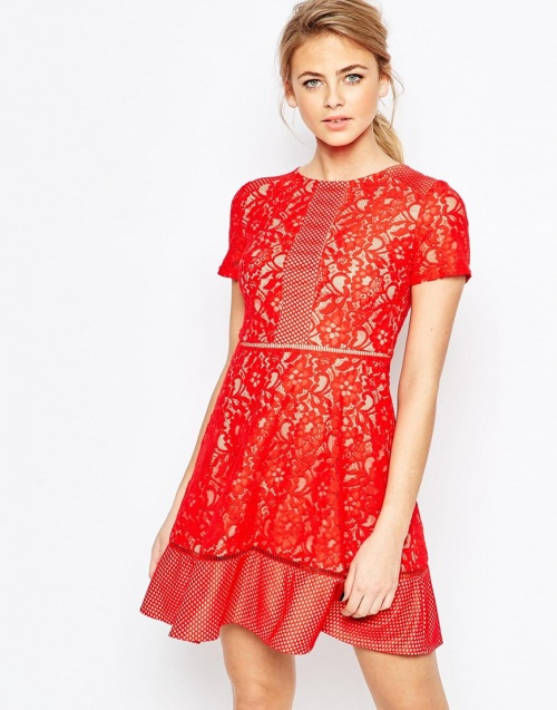 Oasis robe dentelle rouge coupe courte