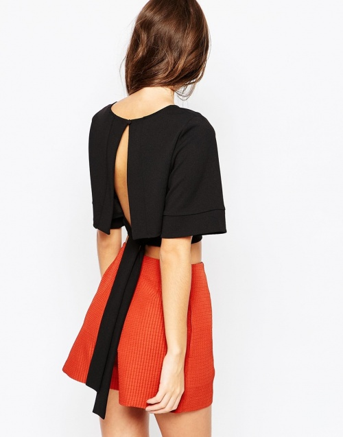 asos cropped top dos fendu noir noeud