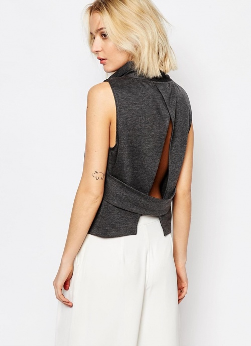 House of Sunny  cropped top dos fendu