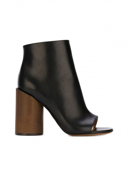 Givenchy  boots talons rond bois