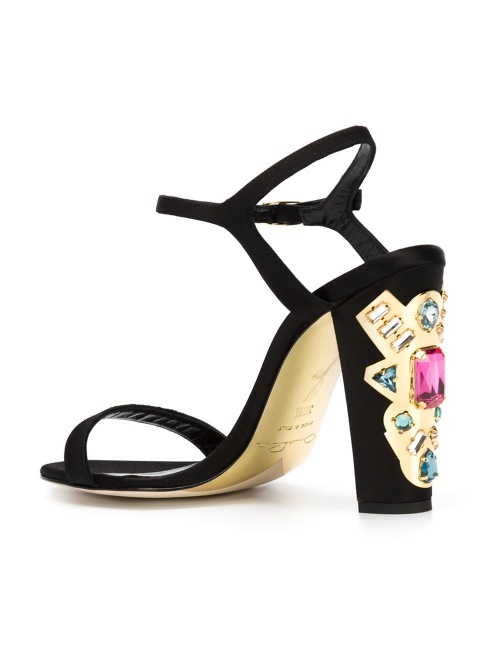 Oscar de la Renta  sandales talons ornementés