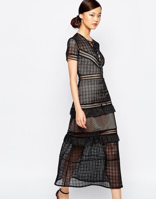 Self Portrait robe brodée noire dentelle
