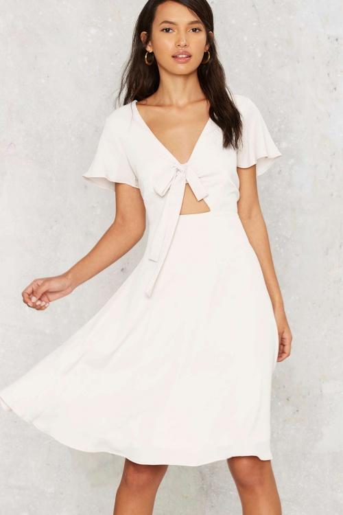 Nasty Gal robe blanche noeud poitrine