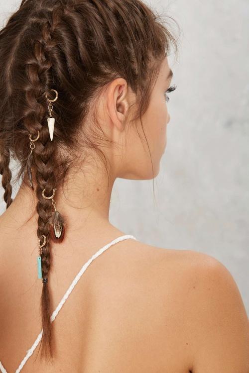 Nasty Gal anneaux de cheveux  plumes et breloques