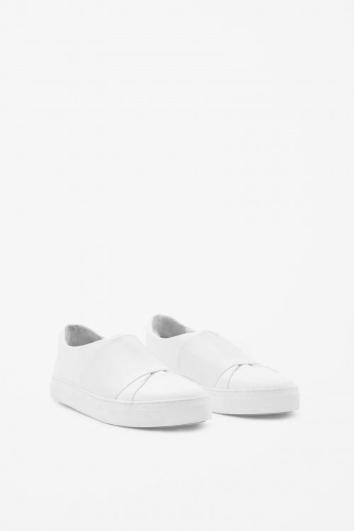 COS slip on blanche minimalistes