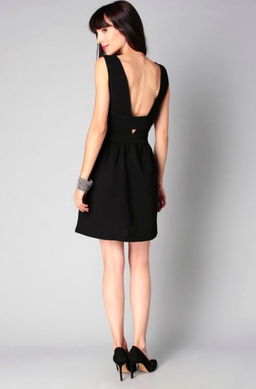 robe noire dos nu
