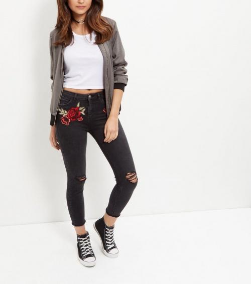 New Look - Jeans noir à fleur brodé