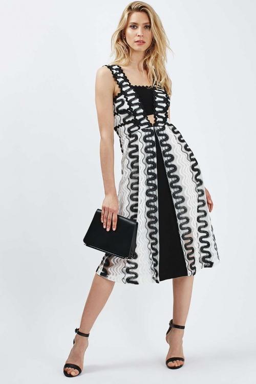 robe détail blanc noir