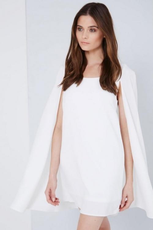 robe cape blanche