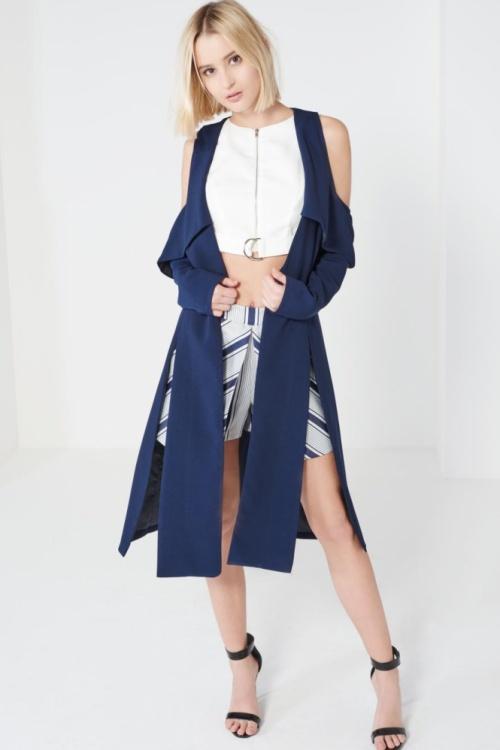Lavish Alice veste longue épaules nues bleu