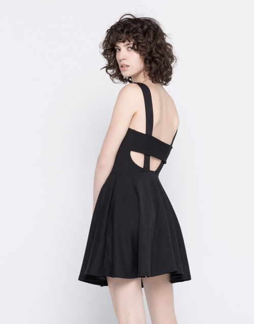 Pull & Bear robe patineuse découpes dos