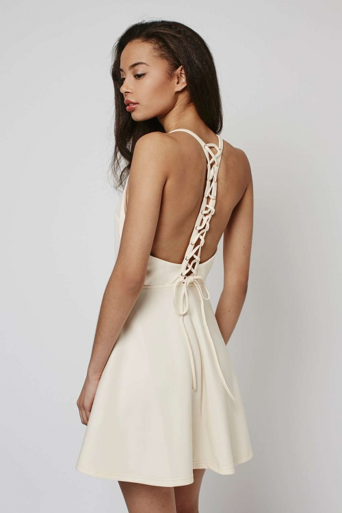 Topshop robe blanche patineuse dos nu lacets