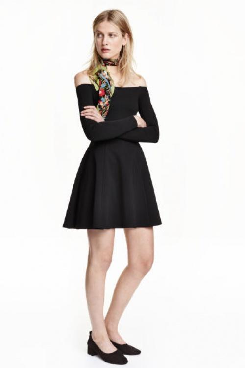 H&M  robe patineuse col bardot noire
