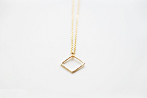 BoutiqueMinimaliste - Collier or carré géométrique