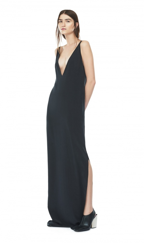 Solace of London maxi dress fluide noire décolleté plongeant