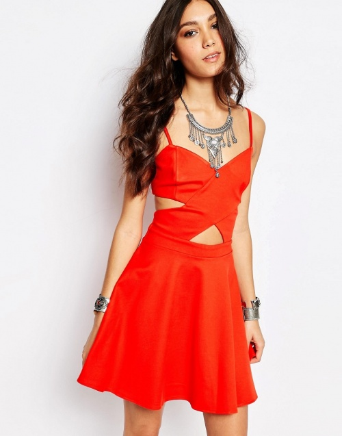 Wyldr robe rouge découpes croisées