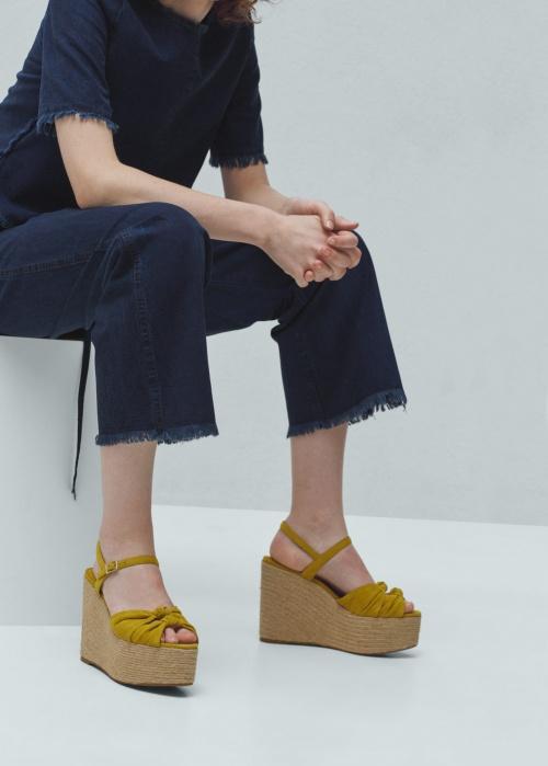 Mango sandales compensées jaunes paille noeud