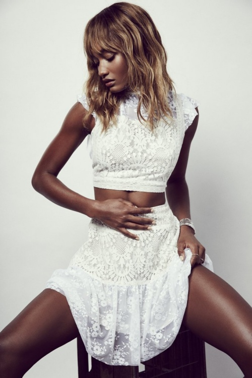 For love and Lemons  top court blanc brodé
