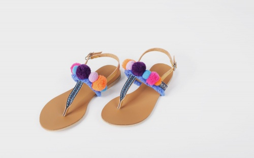 Soeurs sandales pompons peluches