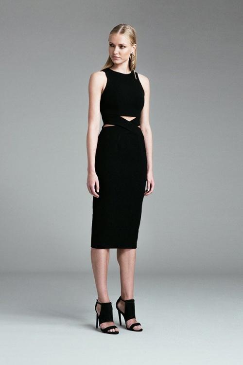 Finders robe noire découpes taille échancrée